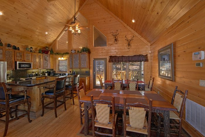 6 Bedroom cabin with Spacious Dining Room - Wilderness Lodge