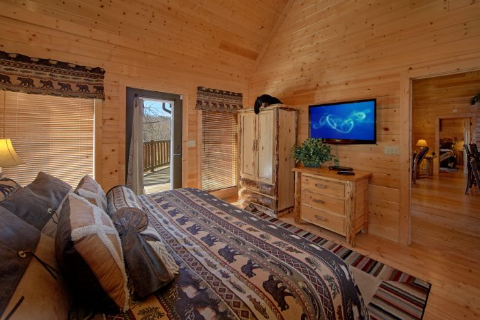 Private Master Suite with Bathroom on main level - Wilderness Lodge