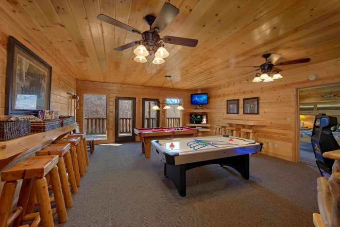 6 Bedroom Cabin with Game Room and WII - Wilderness Lodge
