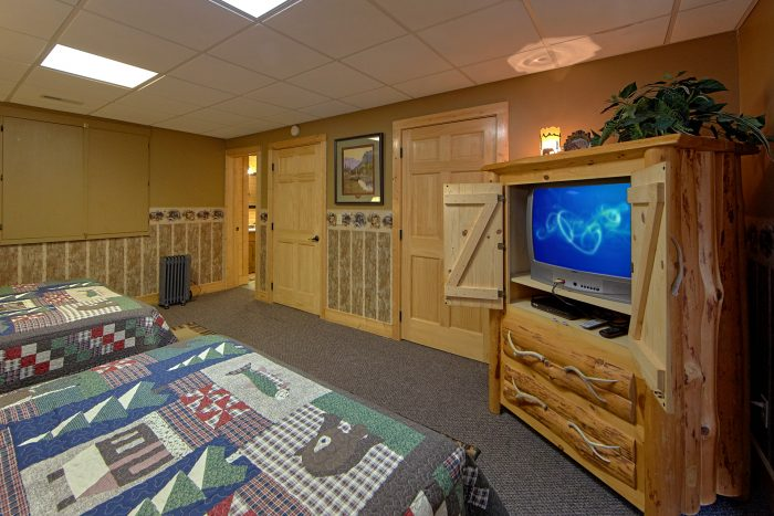 2 Queen Beds in Private Bedroom with TV - Wilderness Lodge